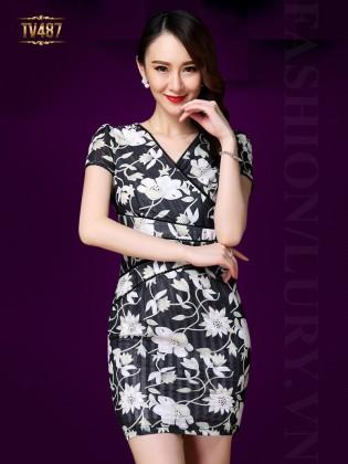 Đầm body cổ V họa tiết hoa trắng quý phái TV487