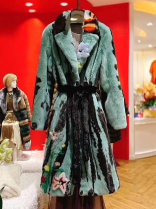 Áo khoác lông 100% tự nhiên điểm màu thêu hoa sang trọng